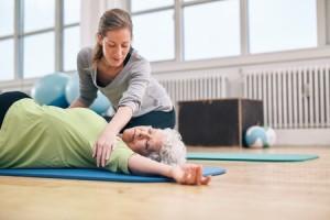 senior_yoga_assist